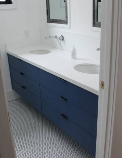 blue-themed bathroom design
